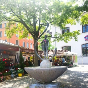 Viktualienmarkt - fountain