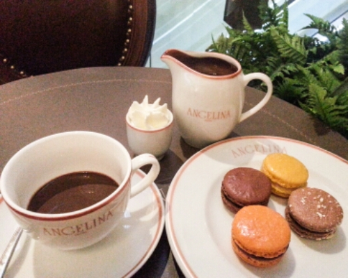 Angelina - chocolat chaud and macarons